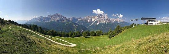 Sesto, إيطاليا: Vista dal Stiergarten sulle Dolomiti di Sesto