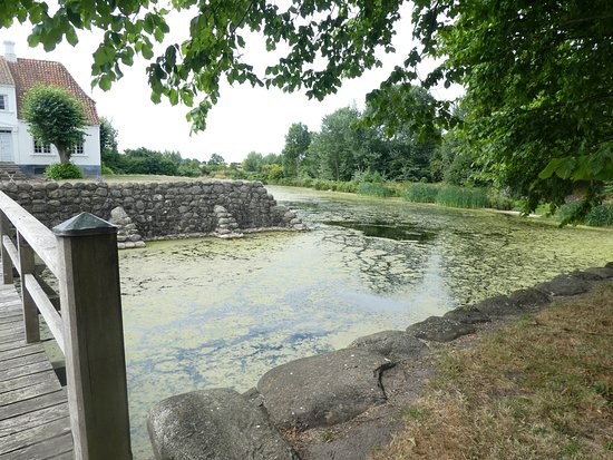 Soeby, Denmark: Pond that surrounds main house