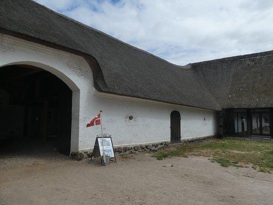 Soeby, الدنمارك: Thatched roof over barn area
