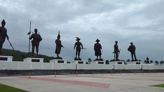 7 Kings of Siam Statues: IMG_20180803_095220_large.jpg