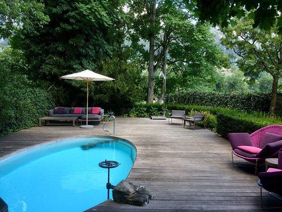 Furstenau, Svizzera: Small pool, beautiful garden