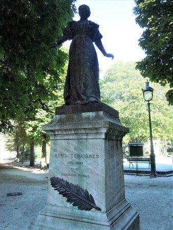 Statue de Maria Deraisme