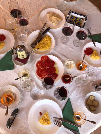 Bodega García Hidalgo: Some of the tapas accompanying the degustation