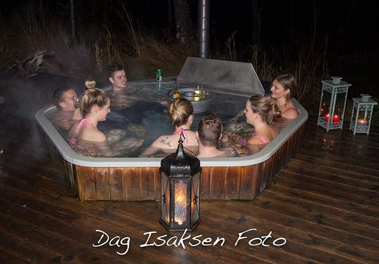 Eidsvag, Norway: This is our fantastic hottub with water from the fjord. Good skin care, fun and perfect for ever