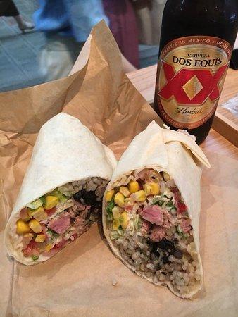 Tacuba: ブリトーとメキシカンビール
