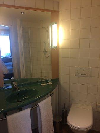 Ibis Wien City: Ванная комната