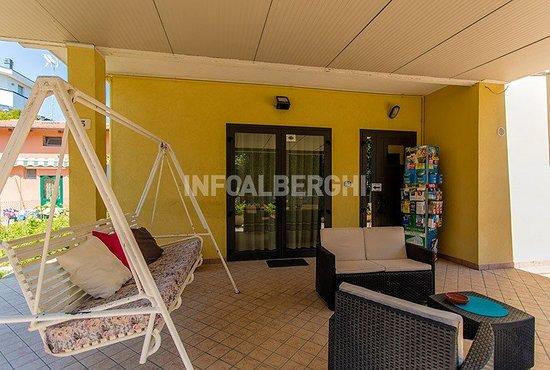 Hotel Argo B&B: Veranda