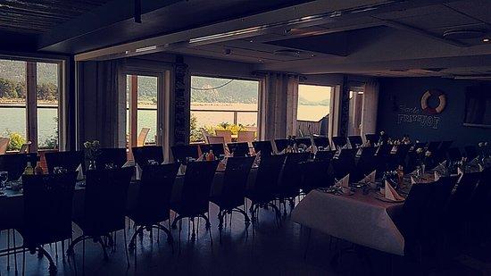 Svelvik, Norwegen: Selskap