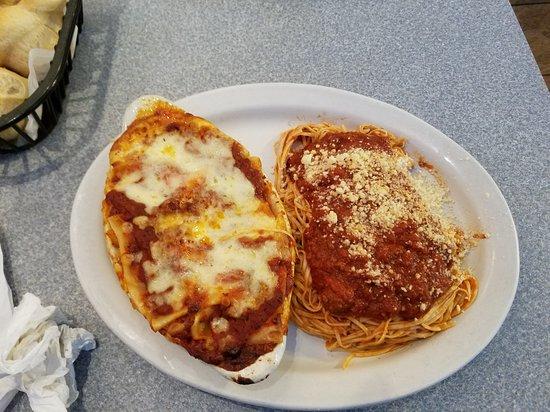 Tontitown, Αρκάνσας: Lasagna and Spaghetti Combination Plate