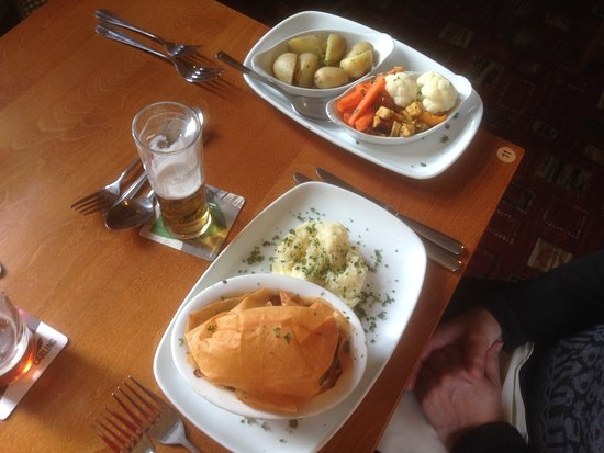 Sennybridge, UK: Pie of the Day - Been and Ale Pie with Filo Pastry