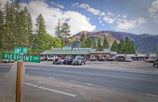 Springville, Καλιφόρνια:  Hwy 190 is south of the National Park and is ideal for car and motorcycle rallies.