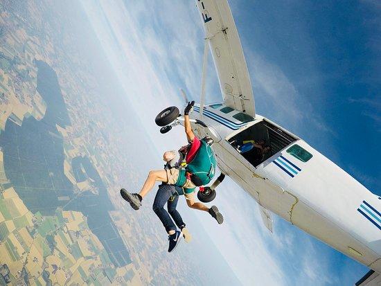 Saut en Parachute Merville