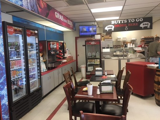 Butts To Go: A few tables in a Texaco...it works here