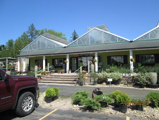 Kewadin, MI: Nursery building, cafe off to left