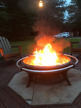 Forestburgh, Estado de Nueva York: Evening fire pit.