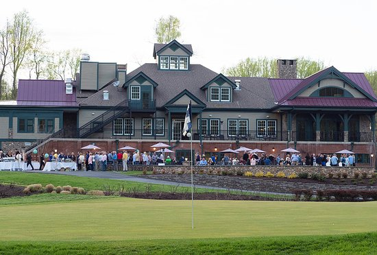 Edgewater, MD: Hole 18 and Clubhouse