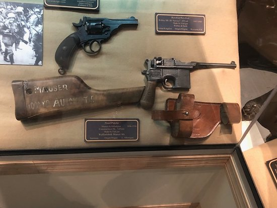 Shilo, Canadá: Great collection of early to current rifles, pistols, and knives