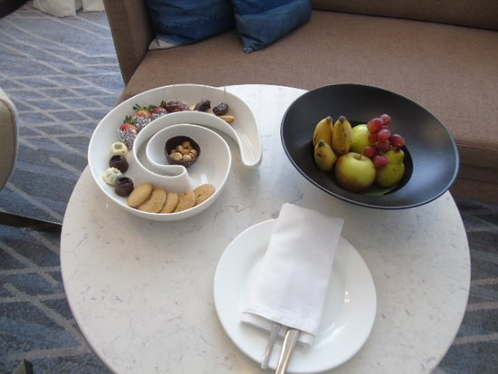 Welcome fruits and bitings - Picture of Four Points by Sheraton