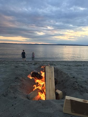 Golden Gardens Park: Our bonfire with the colorful sunset in the background