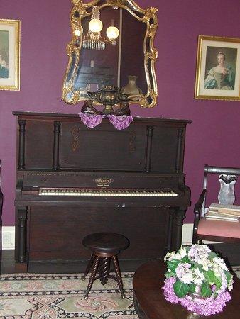 Vienna, GA: Antique Grand Piano