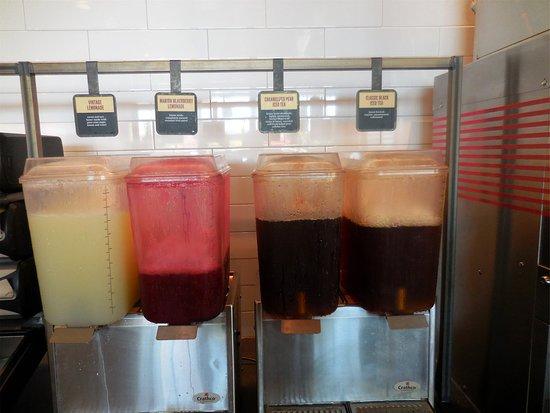 Silverdale, WA: Lemonade and ice tea choice