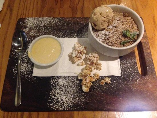 Speight's Ale House: Dessert: Motueka Apple-Berry Crumble - Could I have 2nd's please