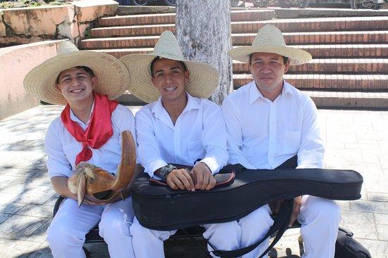 La Plata, Colombia: Jóvenes artistas de música regional.