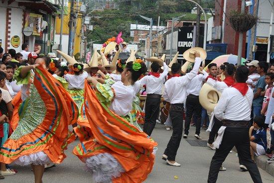 La Plata, Colombia: Desfile folclórico festival Sampedrino, finales de Junio 123 de Julio de cada año.