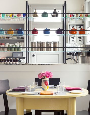 Tivoli, Estado de Nueva York: Table in the bar