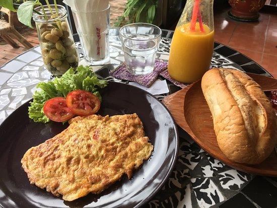 Lin's Café Photo