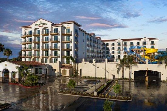 Courtyard Anaheim Theme Park Entrance