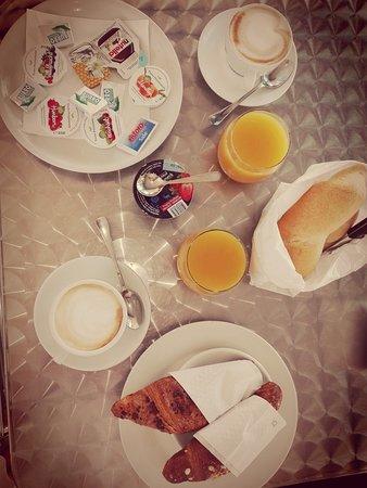 Breakfast in Bar Dei Pini