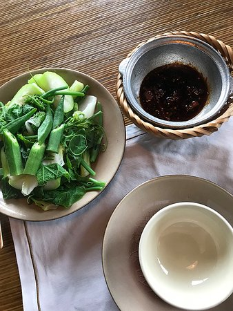 Cau Go Vietnamese Cuisine Restaurant: Vegetables with tasty dipping sauce.