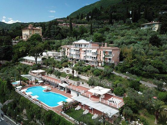 Hotel Villa Florida: L'Hotel con la piscina, il bio-uliveto, il giardino e tutte le sue suite/camere visti dall'alto