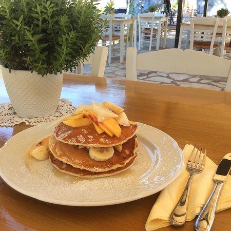 Mika's: Breakfast time!!!!