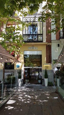 Hotel Hospes Puerta de Alcala: Front Entrance