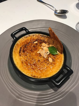Hambye, France: Creme brûlée with honey! Mmmm!
