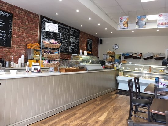 Frimley, UK: A very clean, bright, inviting cafe