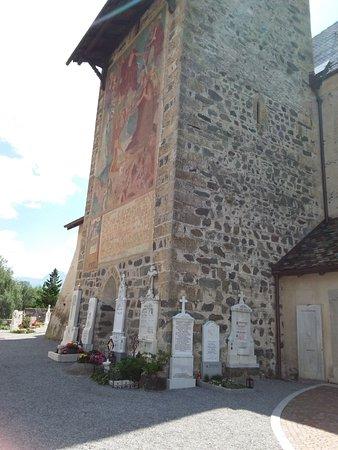 Chiesa Parrocchiale di S. Pancrazio: Campanile e chiesa di San Pancrazio nel cimitero fuori il borgo di Glorenza