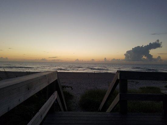 Oceanfront Cottages : Sunrise