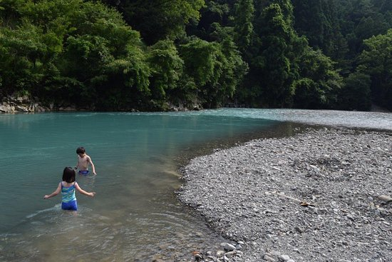 Pension Ashitanomori: The Oto River is directly opposite Ashitanomori and offers a refreshing swim on a hot summer day