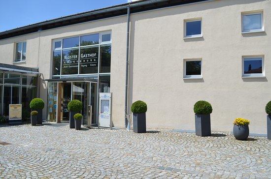 Eingang Klostergasthof Roggenburg