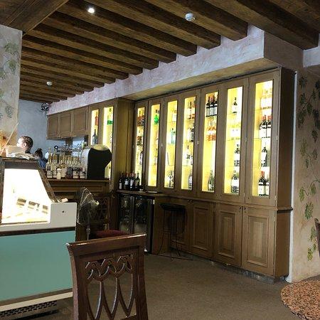 Reval Cafe Restaurant  Photos de l intérieur assez surprenant au premier  abord mais délicieusement e4aa16e95304