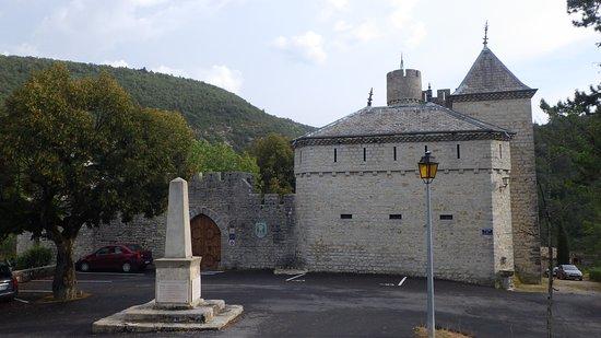Chateau d'aulan: Entrée du chateau