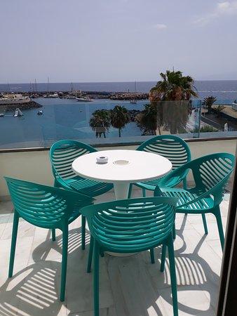 Terrasse Une Petite Table Pour 4 à 6 Personnes Picture Of Hovima