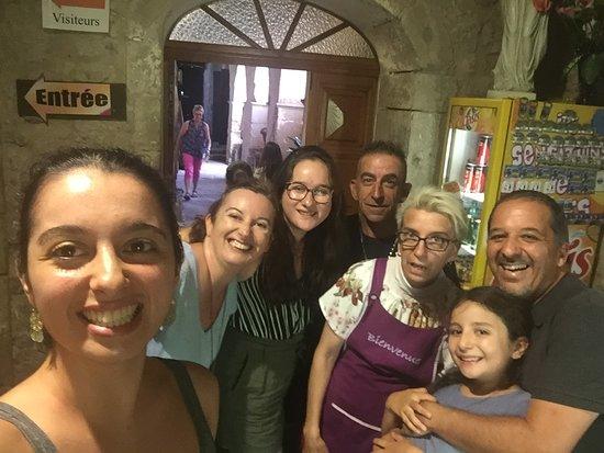 Les Thons, Frankreich: Selfi, avec nos clients, fidèles depuis 25ans.