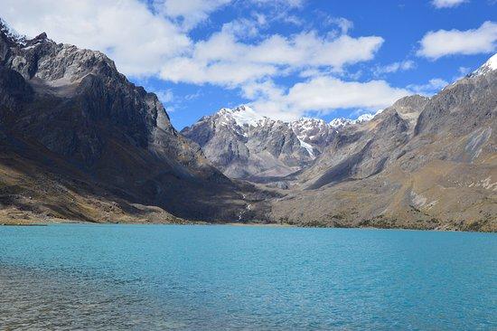Ocongate, Peru: La laguna tiene vistas espectaculares desde cualquier punto