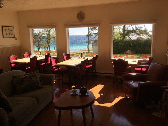 Bruce Peninsula, Canada: Applewood inn Dyers Bay, beautiful quiet setting, servung dinners at 6 pm by reservation