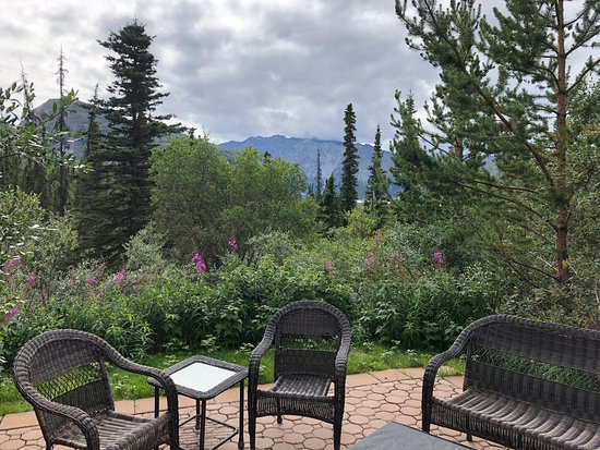 Tundra Rose Guest Cottages: The fire pit view