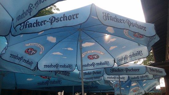 Raubling, Germany: Schattenplätzchen im Kastaniengarten!!